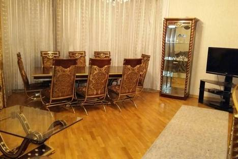 Сдается 3-комнатная квартира посуточно в Баку, 55 улица Рашида Бейбутова.