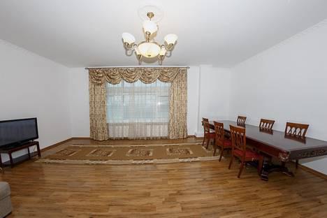 Сдается 3-комнатная квартира посуточно в Астане, Кунаева 12/2.