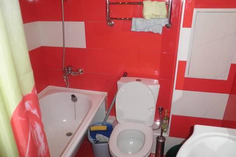 Сдается 1-комнатная квартира посуточно в Алуште, ул. Октябрьская, 33.