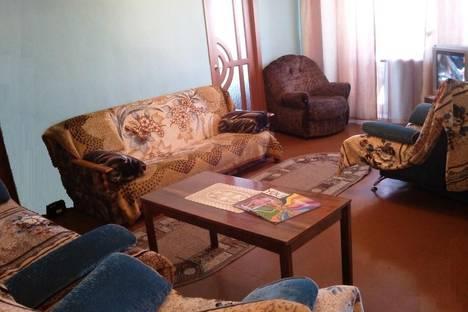 Сдается 3-комнатная квартира посуточнов Усолье-Сибирском, проезд Серегина, 3.