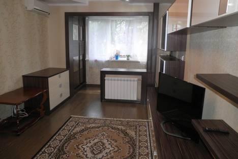 Сдается 2-комнатная квартира посуточно в Алуште, ул. Ленина, 30.