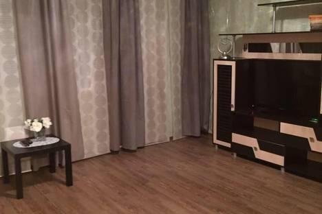 Сдается 1-комнатная квартира посуточно в Тобольске, 4 мкр дом 43.