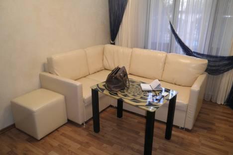 Сдается 3-комнатная квартира посуточно в Алуште, ул. Ленина, 28.