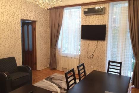 Сдается 3-комнатная квартира посуточно в Баку, улица Диляра Алиева 252.