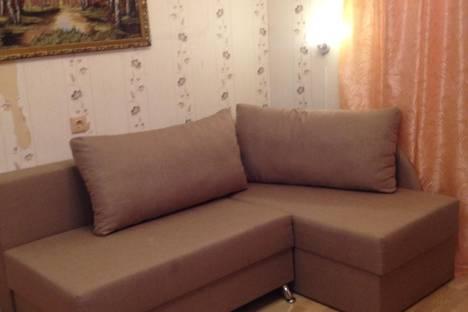 Сдается 2-комнатная квартира посуточнов Петергофе, Константиновская улица, 4.