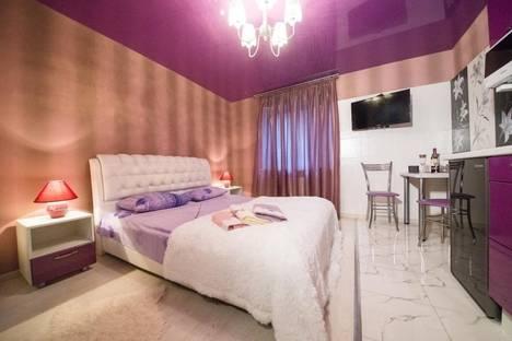 Сдается 1-комнатная квартира посуточно в Саратове, улица Зарубина 79.