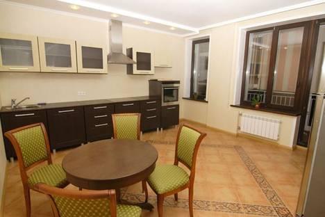 Сдается 3-комнатная квартира посуточнов Тюмени, ул. 50 лет Октября, 80.
