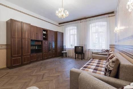 Сдается 3-комнатная квартира посуточнов Санкт-Петербурге, Подольская улица, 9.
