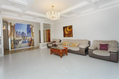 Сдается 3-комнатная квартира посуточно в Астане, улица Букарбай батыра 2/1.