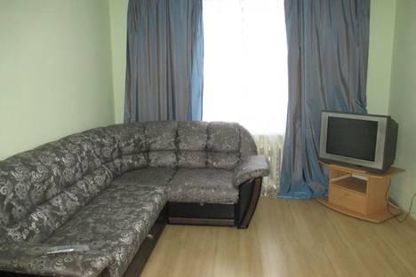 Сдается 2-комнатная квартира посуточно в Нижнем Тагиле, улица Учительская 26.