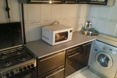 Сдается 2-комнатная квартира посуточнов Гусе-Хрустальном, ул. Муравьева-апостола 19.