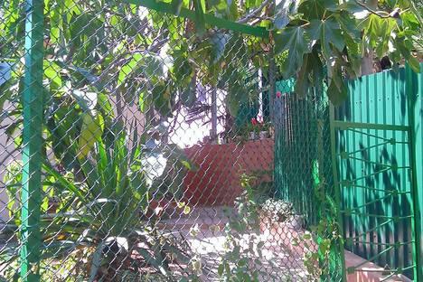 Сдается коттедж посуточно в Алупке, ул. Ульяновых, 6В.
