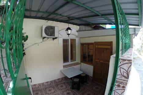 Сдается 2-комнатная квартира посуточно в Алупке, ул. Приморская 2.