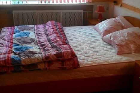 Сдается 1-комнатная квартира посуточно в Нижнекамске, нижнекамск тихая аллея 13.