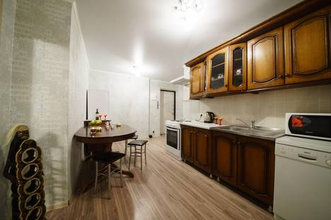 Сдается 2-комнатная квартира посуточнов Саратове, улица Сакко и Ванцетти, 59.