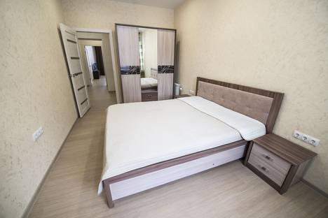 Сдается 2-комнатная квартира посуточно в Омске, Октябрьская улица 107.
