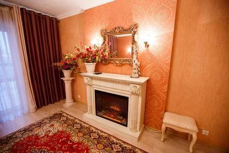 Сдается 3-комнатная квартира посуточно в Курске, ул. Карла Либкнехта, 20.