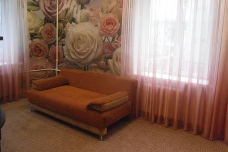 Сдается 2-комнатная квартира посуточно в Сызрани, улица Жуковского, 17.