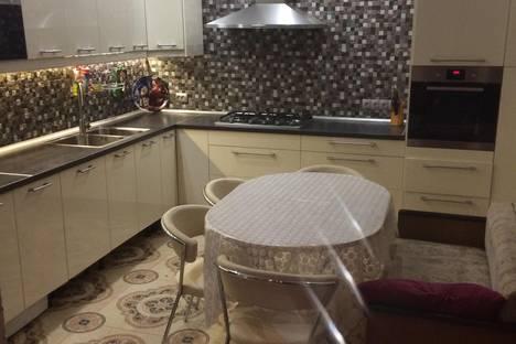 Сдается 3-комнатная квартира посуточнов Казани, ул. Гарифа Ахунова, 14.