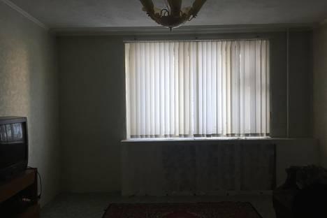 Сдается 3-комнатная квартира посуточно в Октябрьском, 34 микрорайон, дом 29.