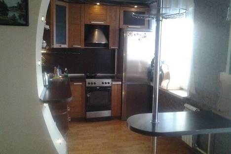Сдается 2-комнатная квартира посуточно в Лесосибирске, Привокзальная улица, 72б.