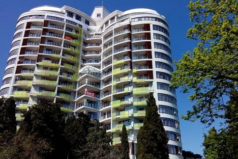 Сдается 2-комнатная квартира посуточнов Ливадии, набережная имени Ленина, 22.