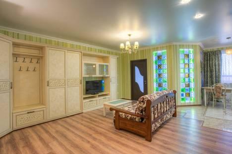 Сдается 2-комнатная квартира посуточнов Воронеже, улица Ворошилова 1/3.