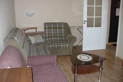 Сдается 2-комнатная квартира посуточно в Орске, Ялтинская улица, 92.