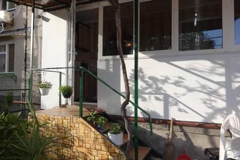 Сдается 2-комнатная квартира посуточно в Гурзуфе, ул. Подвойского, 32.
