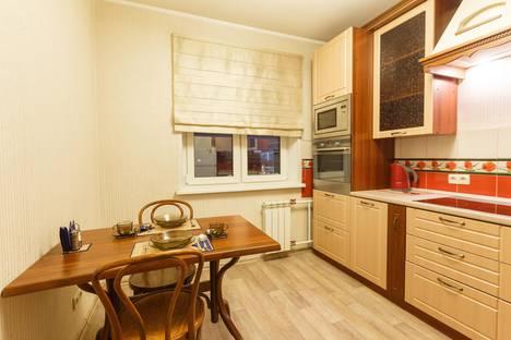 Сдается 2-комнатная квартира посуточнов Красноярске, Светлогорский переулок 21.