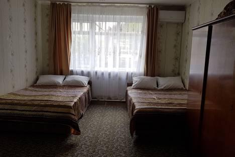 Сдается 1-комнатная квартира посуточно в Небуге, ул. Газовиков 3.