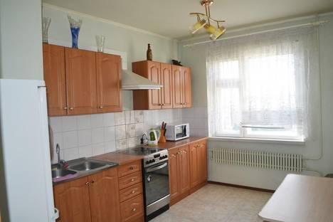 Сдается 3-комнатная квартира посуточно в Старом Осколе, Королева микрорайон 32.