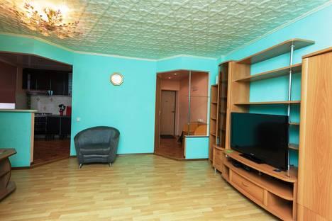 Сдается 3-комнатная квартира посуточно в Комсомольске-на-Амуре, улица аллея Труда, 60.