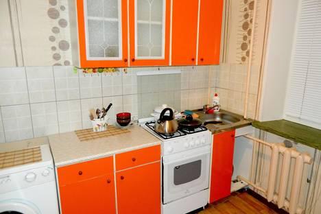 Сдается 1-комнатная квартира посуточнов Печоре, улица Островского, 44.