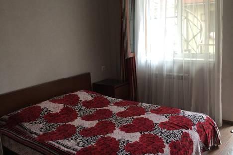 Сдается комната посуточно в Адлере, ул. Свердлова, 19.