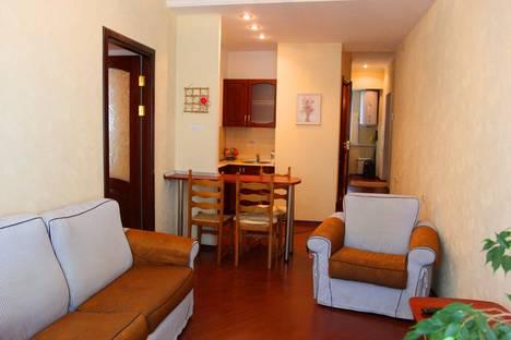 Сдается 2-комнатная квартира посуточнов Никите, улица Рузвельта, 2.