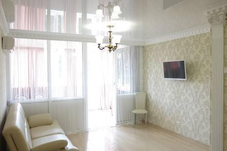 Сдается 2-комнатная квартира посуточнов Сочи, улица Островского.