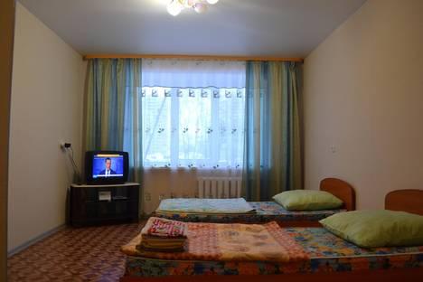 Сдается 2-комнатная квартира посуточно в Кирове, улица Тимирязева, 10.