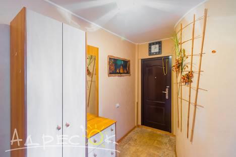 Сдается 2-комнатная квартира посуточно, улица Сталеваров 10.