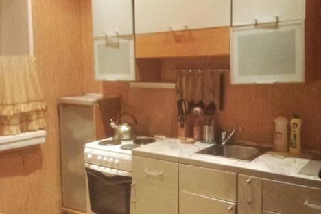 Сдается 3-комнатная квартира посуточнов Кировске, улица Кирова  33.