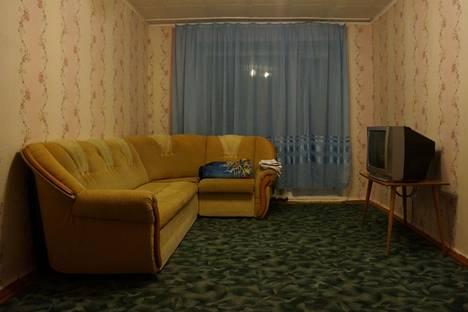 Сдается 1-комнатная квартира посуточнов Новоалтайске, улица 40 лет ВЛКСМ, 11.