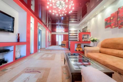 Сдается 2-комнатная квартира посуточнов Челябинске, улица 250-Летия Челябинска, 25.