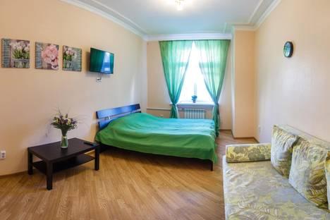 Сдается 2-комнатная квартира посуточно в Казани, улица Баумана, 76.