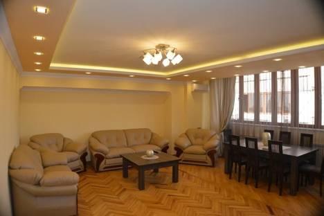 Сдается 3-комнатная квартира посуточно в Ереване, ул. Ерванда Кочара, 17.