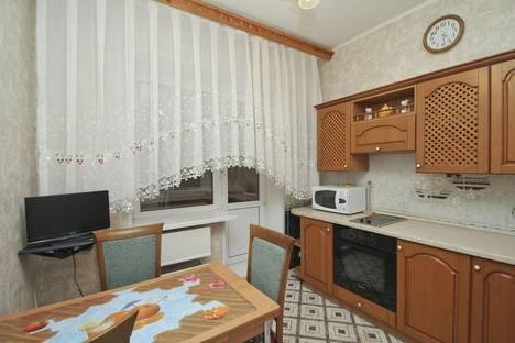 Сдается 2-комнатная квартира посуточно в Сургуте, ул. Энгельса, 7.
