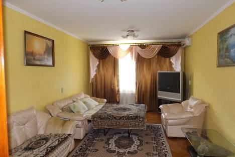 Сдается 2-комнатная квартира посуточно в Евпатории, улица Дёмышева, 121.