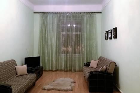 Сдается 2-комнатная квартира посуточно в Львове, улица Театральная 7.