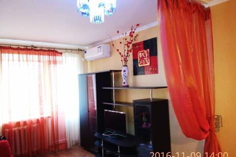 Сдается 1-комнатная квартира посуточно в Мариуполе, пр. Строителей, д.105.