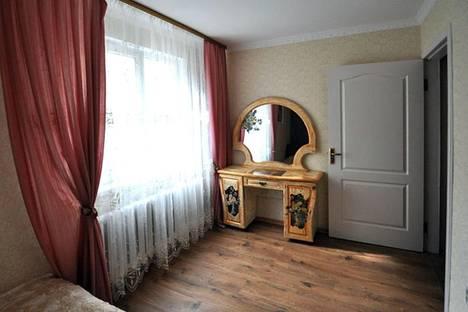 Сдается 2-комнатная квартира посуточно в Алуште, 16 ул. 50-летия Октября.