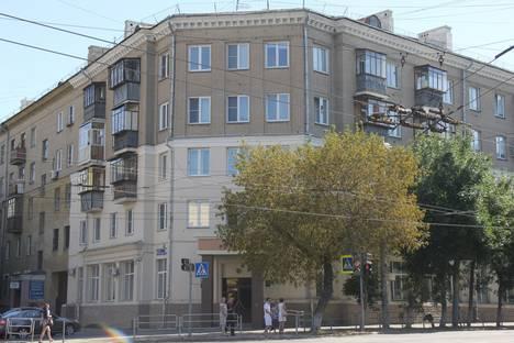 Сдается 3-комнатная квартира посуточно в Челябинске, улица Свободы, 145.